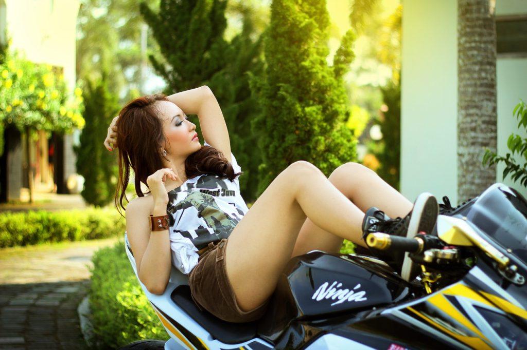 Nejlepší parťák - Asiatka na motorce