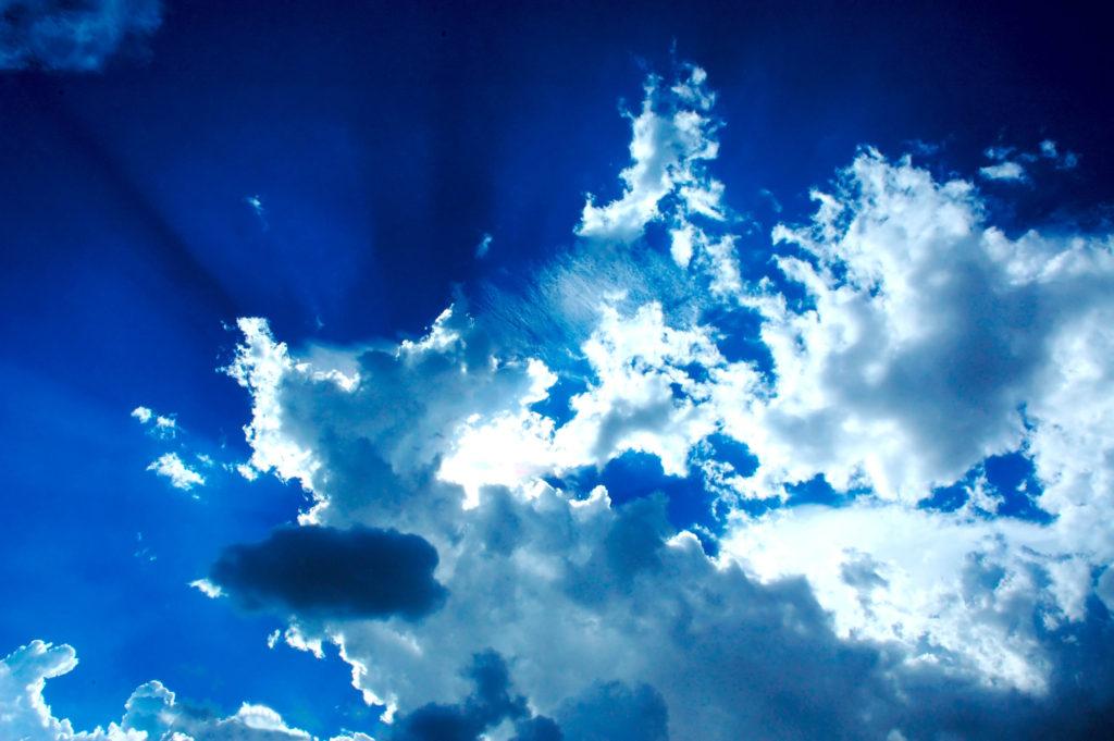 Prosluněné nebe