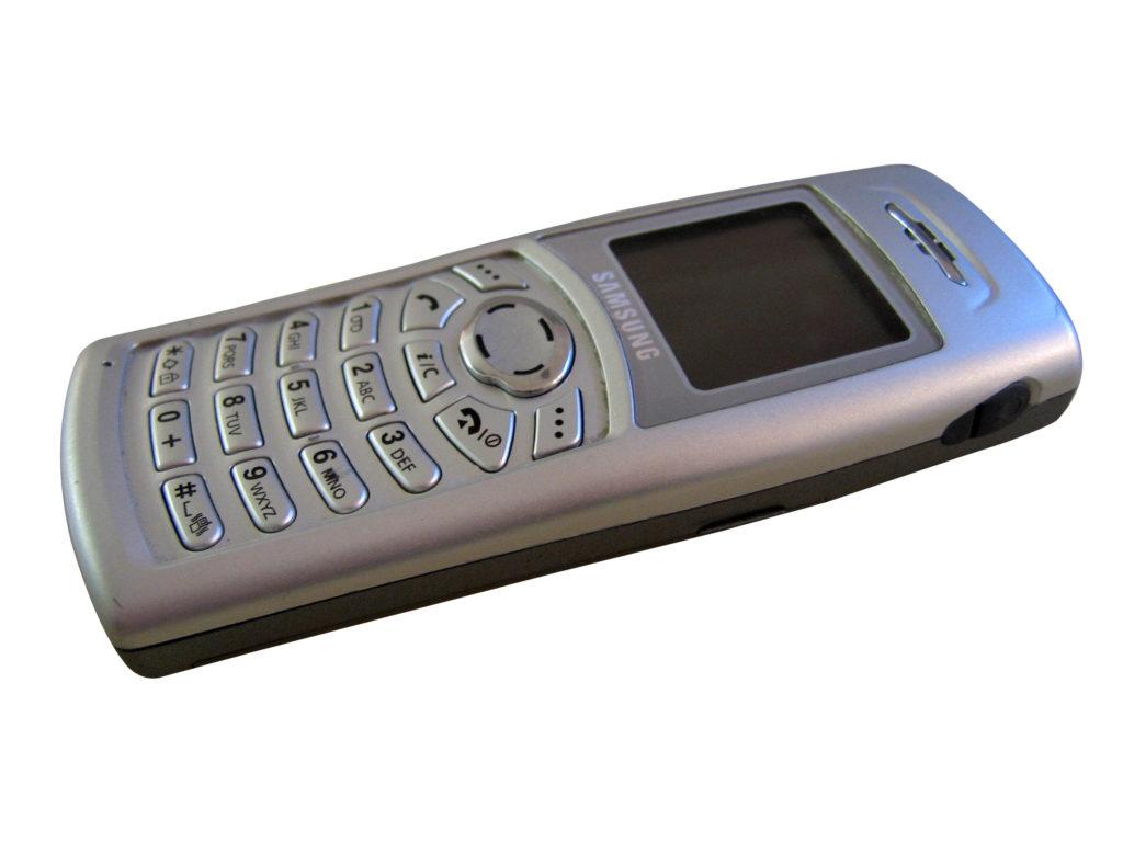 Jednoduchý telefon baličovi stačí