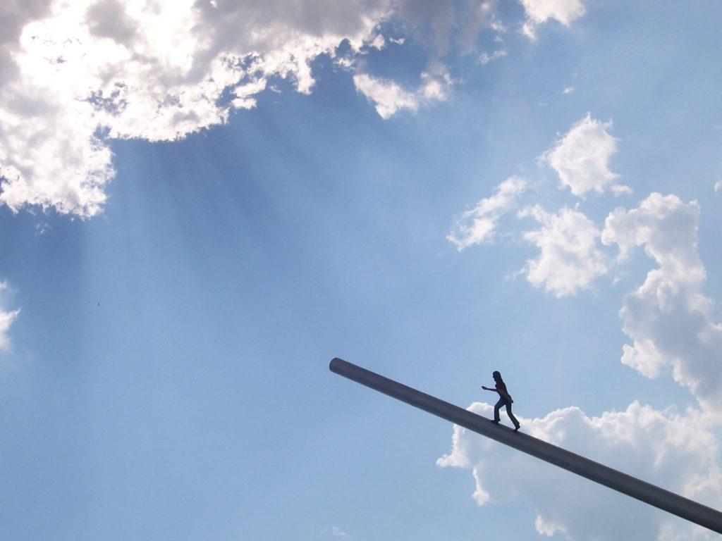 Kráčí za Sluncem