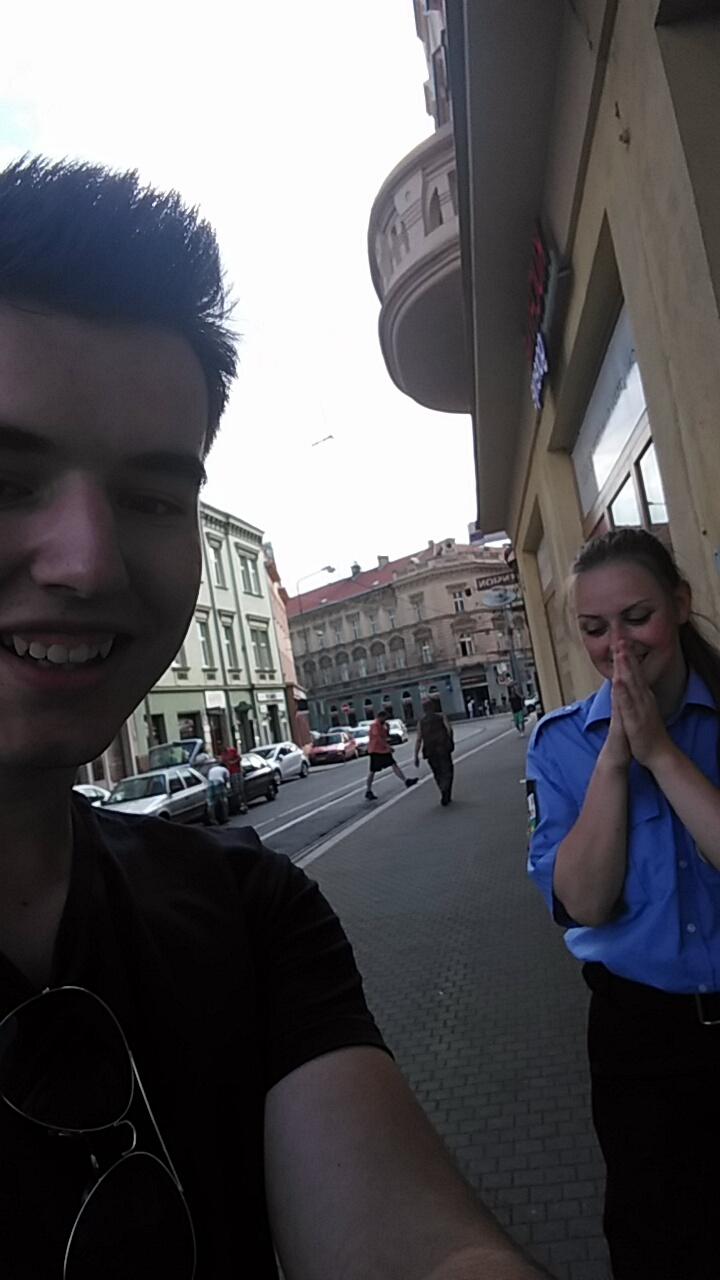 Žák z kurzu sbalil policistku