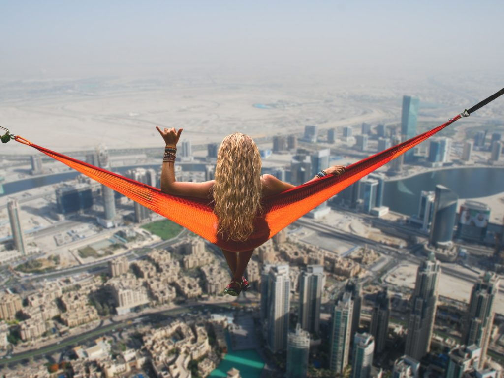 Holka na síti v Dubai