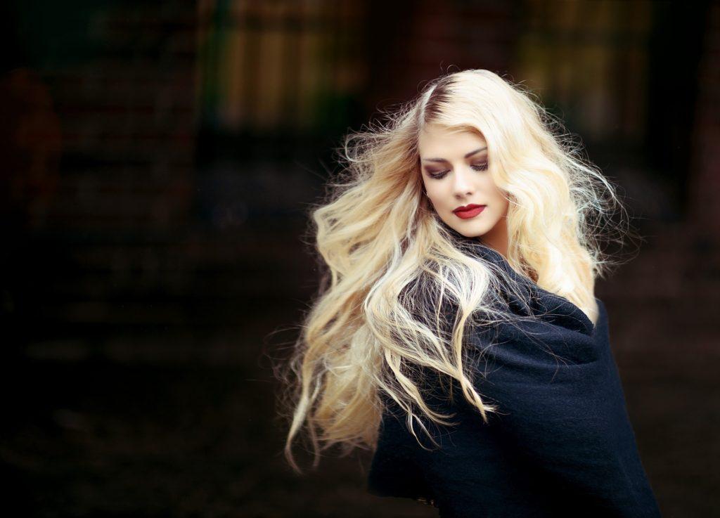 Nedostupná blondýna odchází