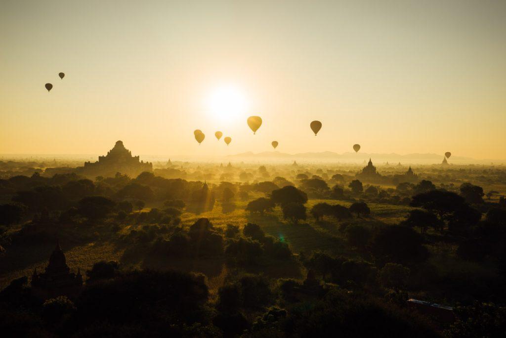 Ráno plné létajících balónů