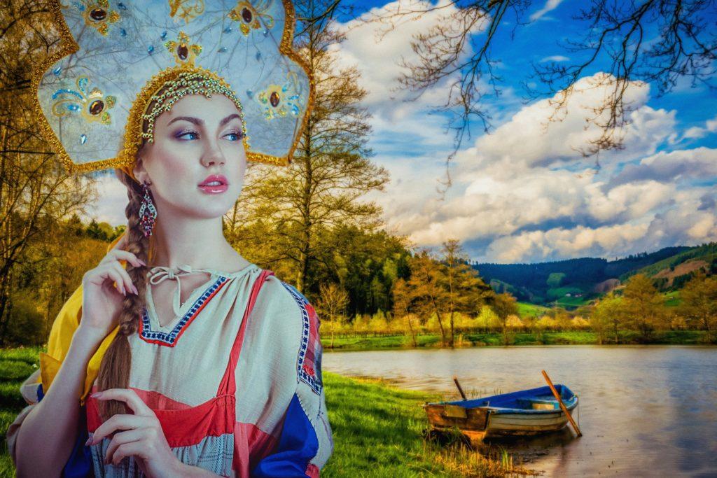 Tradičně oblečená ruska