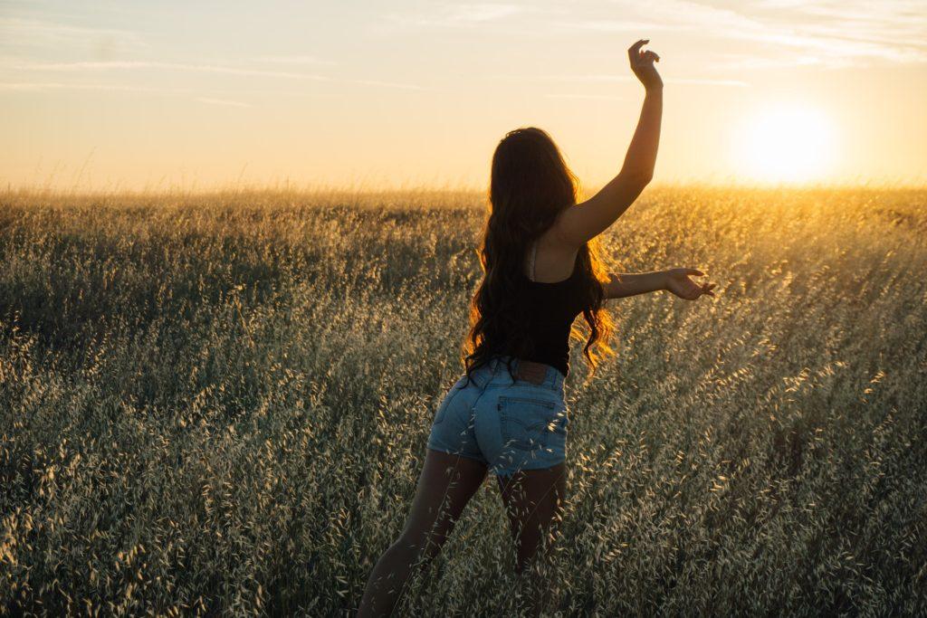 Svobodná žena v přírodě